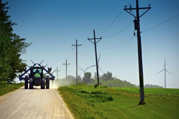 Traktorski deli skrbijo za nemoteno delovanje samega traktorja