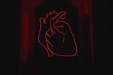 AED defibrilator lahko reši življenje